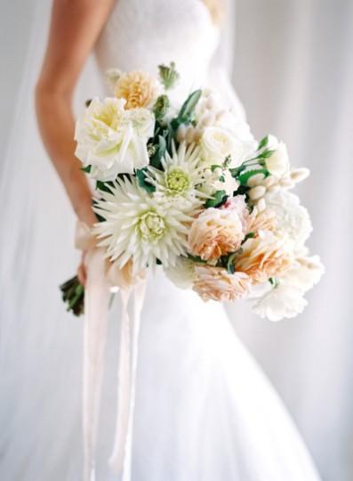 Далии, градински рози и хортензии. Източник: Stylemepretty/Jose Villa