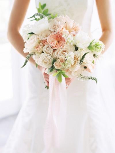 Градински рози, божури и далии. Източник: Stylemepretty/Abby Jiu Photography