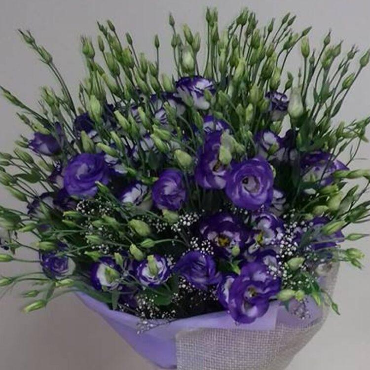 Букет с лилава еустома