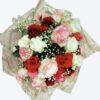 Букет Изабел - 29 разноцветни рози, гипсофила и зеленина.