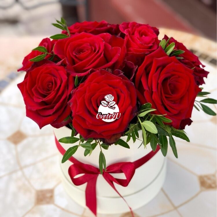 ПРЕСТИЖ - Червени еквадорски рози в кутия.