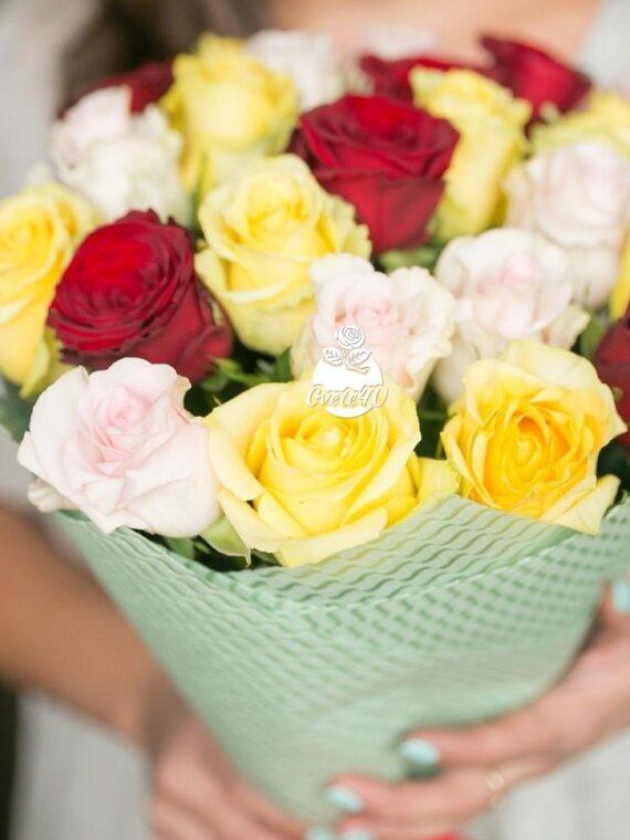 Микс от 25 рози