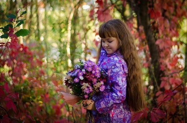 Есенните букети се характеризират с ярка цветова палитра, използването на различни нюанси на топли или студени цветове.